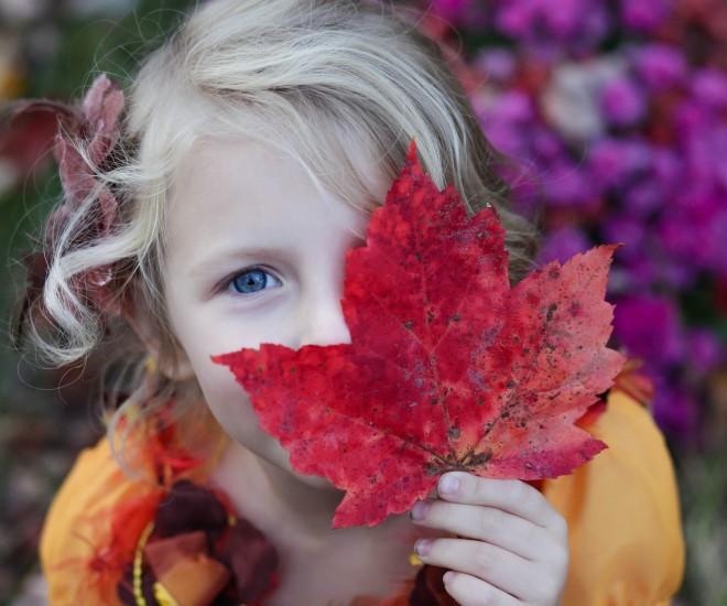 Foto Kind mit Blatt