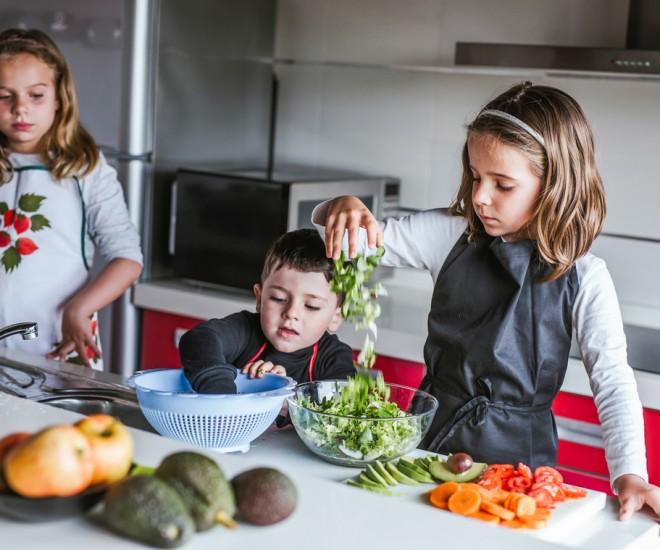 Kinder kochen alleine